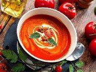 Рецепта Доматена крем супа с домати от консерва и сметана